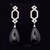 Onyx pear shape drops